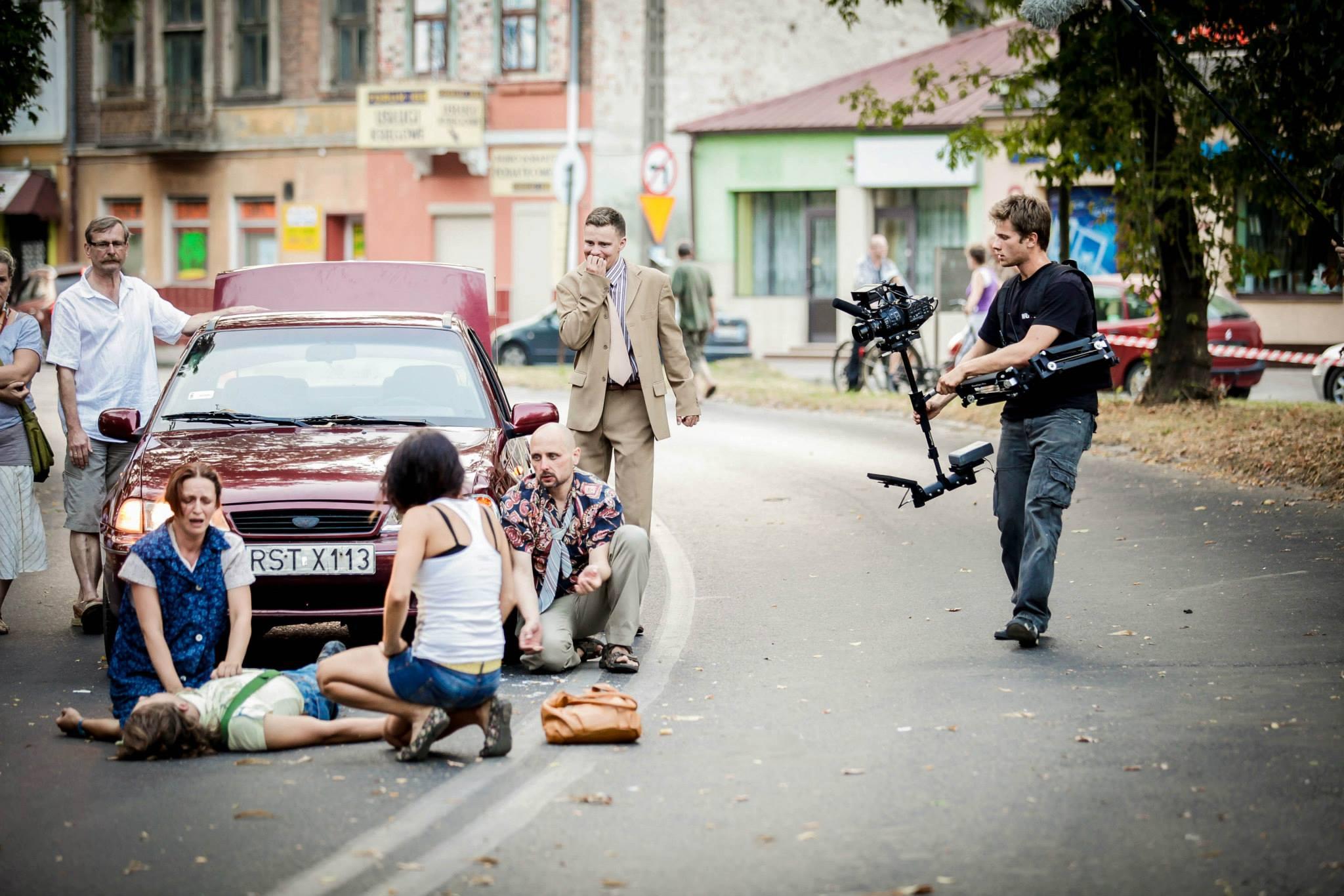 Jedno z ujęć do filmu Dług na ulicy Rozwadowskiej (po prawej Maciej Doryk) - Fot. Renata Trybuła