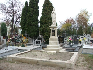 Odrestaurowany pomnik Anny Błaszkiewicz i Tomasza Szostaka