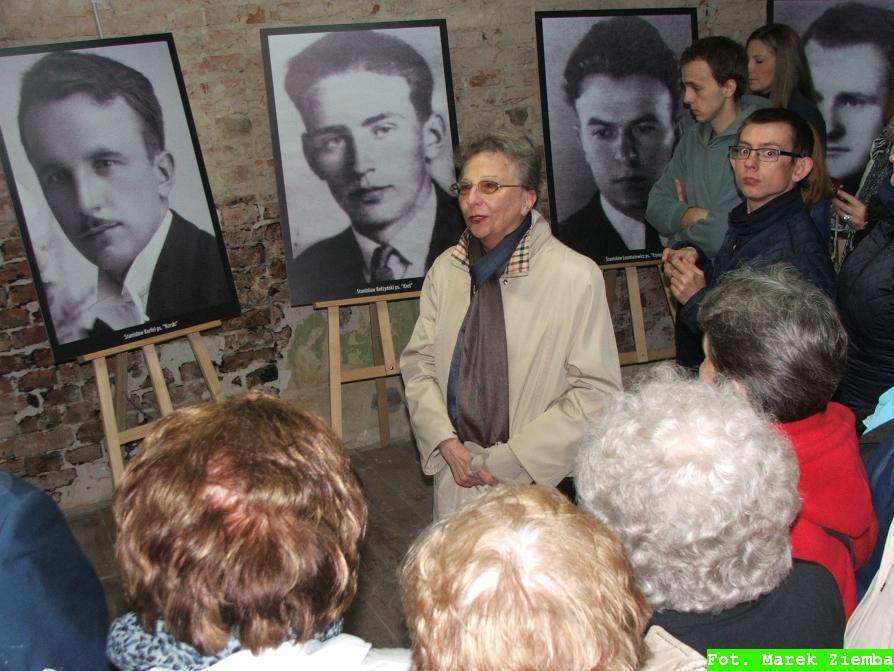 Zofia Korfel opowiada o swoim ojcu (pierwszy po lewej)